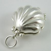 Mermaid in Shell Charm