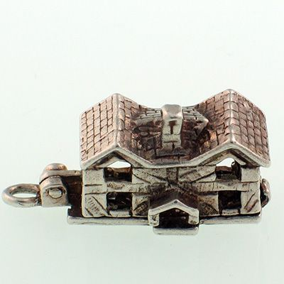 Nuvo Manor House Silver Charm